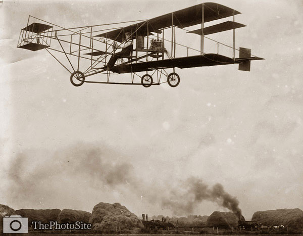 R.P. Warner's aeroplane in flight 1909 - Click Image to Close