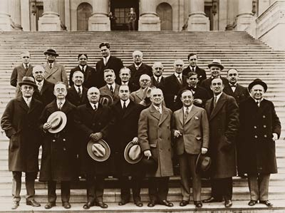 1920's congress members on steps of US Capitol